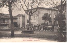 FR11 MOUTOUMET - La Place - Animée - Belle - France