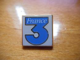 A046 -- Pin's Arthus Bertrand France 3 - Arthus Bertrand