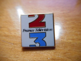 A046 -- Pin's Arthus Bertrand France 2 France 3 France Television - Arthus Bertrand