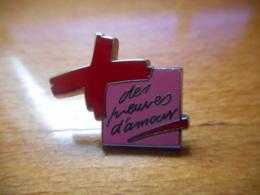 A046 -- Pin's Arthus Bertrand Croix Rouge Des Preuves D'Amour Violet - Arthus Bertrand