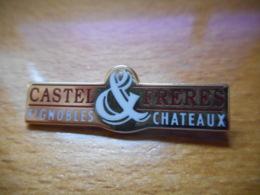 A046 -- Pin's Arthus Bertrand Castel Freres Vignobles Chateaux - Arthus Bertrand