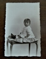 Wondermooi Foto-kaart   Van Kindje  Zwart -- Wit  - Grijs  Met 2  Adressen Op De Achterkant  ALOST  -- AALST - Geïdentificeerde Personen