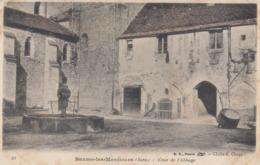 BEAUME-les-MESSIEURS: Cour De L'Abbaye - Baume-les-Messieurs