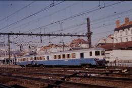 Photo Diapo Diapositive Slide Train Wagon Automotrice SNCF Z 7122 Le 11/02/1998 VOIR ZOOM - Diapositives