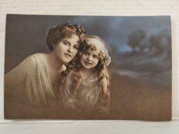 Portrait Femme Et Enfants - Groupes D'enfants & Familles