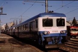 Photo Diapo Diapositive Slide Train Wagon Automotrice Electrique SNCF Z 17103 à Dijon Le 13/02/1998 VOIR ZOOM - Diapositives