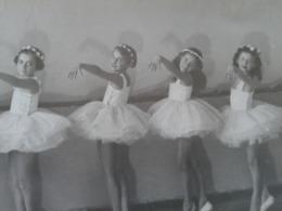 A Group Of Ballet Dancers From The Ballet School In Varna, Bulgaria. - Abbildungen