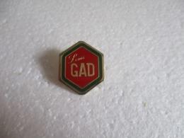 Pin's Louis Gad (29). - Alimentation