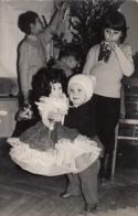 Child Holding A Doll Puppe Poupee Real Photo - Giochi, Giocattoli