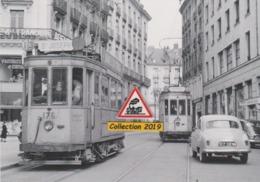 196T - Croisement Des Motrices N°176 Et 122 Du Tramway, à Nantes (44) - - Tramways