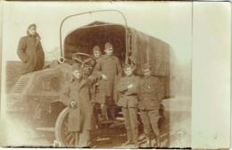 Carte Photo. Militaria. Camion Et Soldats. - Krieg, Militär
