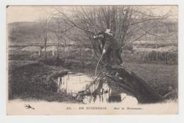 BB564 - EN NIVERNAIS - FOLKLORE - Sur Le Ruisseau - Pêcheur - Ohne Zuordnung