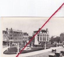 CP 62 -   ARRAS   -    Place Maréchal Foch Et Les Hôtels - Arras