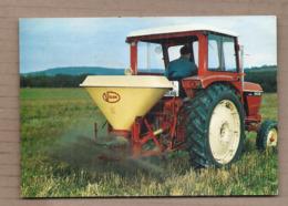 CPSM AGRICULTURE - TRACTEUR - Grace à L'Epandeur VICON - Publicité - SUPERBE GROS PLAN ANIMATION - Tractores