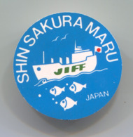 Shin Sakura Maru JIFF Japan, Cruise Ship, Vintage Pin, Badge, Abzeichen, D 33 Mm - Barcos