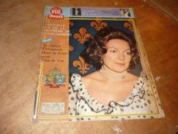 Point De Vue Images Du Monde N°1429 12 Décembre 1975 La Nouvelle Vie De La Duchesse De Wurtemberg - People
