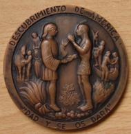 Médaille Découverte De L'Amérique Espagne Barcelone 1964 - Professionnels/De Société