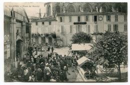RC 13835 FRANCE SAINTES PLACE DU MARCHÉ TB - Saintes