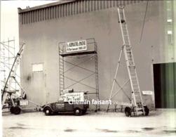 Grande Photographie Originale CITROEN 2CV Echelles TENOVAL AUMAITRE MATHE Foire De Paris 58-  Scans Recto-verso - Automobile