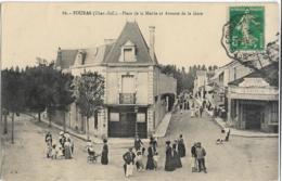 D17  - FOURAS - PLACE DE LA MAIRIE ET AVENUE DE LA GARE -Plusieurs Personnes-Boucherie Du Centre Clerteau-Coiffeur - Fouras-les-Bains