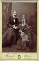 Belle Photo Cabinet. Homme Moustachu, Enfant Et Chien. Tournai. Foto T.Brackelaire. - Anciennes (Av. 1900)