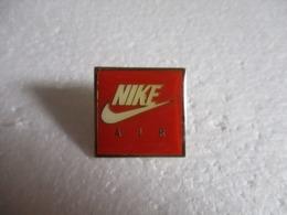 Pin's Nike Air. - Trademarks