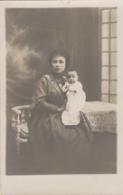 Photographie - Carte-Photo - Portrait Jeune Mère Et Son Bébé - Dom-Tom ? - Fotografía