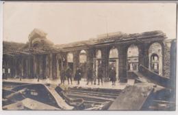 CARTE PHOTO : LA GARE INTERIEURE DE JEUMONT DETRUITE PAR LA GUERRE 1914-1918 - RAILS - ECRITE DE MARPENT 1919 - 2 SCANS - Jeumont