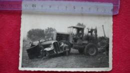 Photo D' Un Accident Voiture Décapotable A Identifier Et Tracteur . 2 Photos - Automobili