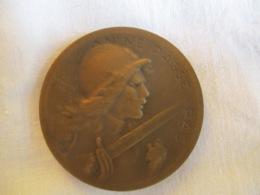 France: Médaille De Verdun 1916 - 17 On Ne Passe Pas / étui De Cuir Marqué Verdun - Francia
