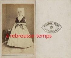 CDV Second Empire--vendée- Femme En Costume Traditionnel Et Coiffe Photographes Piard Et Frères - Anciennes (Av. 1900)