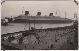 Carte Photo Paquebot Transatlantique Le Normandie Quittant Le Port Le Havre (76) - Steamers