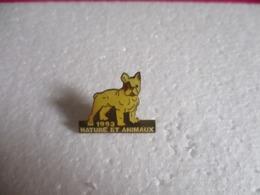 Pin's Animalier Nature Et Animaux 1993 - Bouledogue. - Animaux