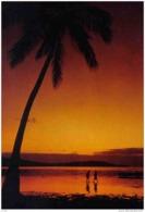 Carte Postale Tahiti Coucher De Soleil Trés Beau Plan - Tahiti