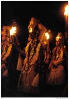 Carte Postale Tahiti Danse Aux Flambeaux Trés Beau Plan - Tahiti