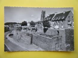 SAINT LÔ. Les Remparts Et Le Clocher De L'Eglise Notre Dame. - Saint Lo