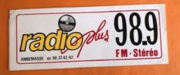 RADIO PLUS FM STEREO 98.9  ANNEMASSE - AUTOCOLLANT - Pegatinas