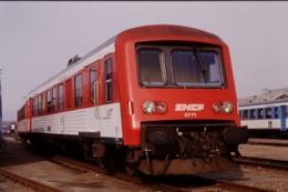Photo Diapo Diapositive Slide Train Wagon Autorail SNCF X 4771 Rouge à Sotteville Le 20/02/1998 VOIR ZOOM - Diapositives