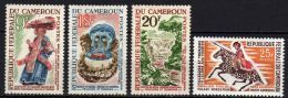 Cameroun  N° 386 / 89  X  Folklore Et Tourisme  Les 4 Valeurs Trace De Charnière Sinon TB - Camerún (1960-...)