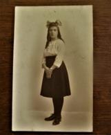 Oude FOTO --kaart  MEISJE Met Witte Bloes Door Photograaf  Willemser Hopmarkt AALST - Personnes Identifiées
