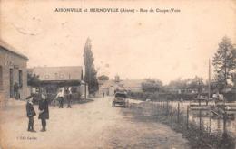 02 - Aisonville Et Bernoville - Rue De Coupe-Voie Animée - ( Attellage Sur Le Pont ) - France
