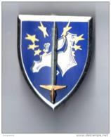 Pin's Militaire à 2 Attaches, Insigne Du Corps Europeen. Réf Delsart G4000 - Army