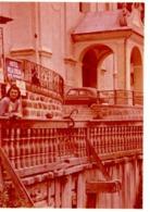 Foto Mit Frau Vor Kirche In Italien Ca 1950 Hotel Villa Emilia - Trentino Südtirol Gardasee ? - Lieux