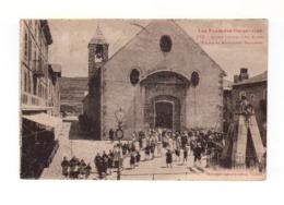Les Pyrénées Orientales. 1932. Mont Louis. La Place, L'église Et Monument Dagobert. Sortie De Messe. (3281) - France