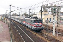 Motteville (76) 13/03/2010 - Train D'adieu Aux BB 16000 Sur L'axe Paris / Le Havre, La BB 16061 En Gare De Motteville - Estaciones Con Trenes