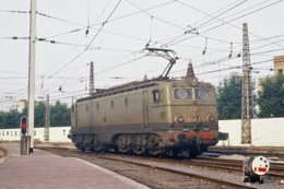 Barcelone (Catalogne - Espagne)  Juillet 1982 – La Locomotive Electrique 276-085-8 En Gare De Barcelone-França - Barcelona