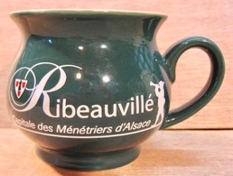 RECIPIENT RIBEAUVILLE CAPITALE DES MENETRIERS D'ALSACE 0,2 L /  WEEMATCH CE MADE IN PRC - Cups