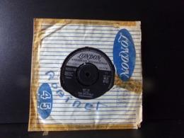 """45 T The Crystals """" Git'it, Da Doo Ron Ron """" ( Pochette Très Abîmée ) - Vinyl Records"""