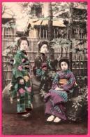 Japon - Japan - Geisha - 3 Geishas Dans Les Jardins - Kimono - Animée - Colorisée - Sin Clasificación
