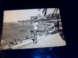 CP Ecrite PIN UP La Cote D'azur St Raphaël Vue Sur La Plage Datee De 1959 - Pin-Ups